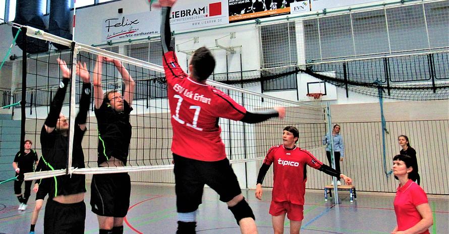 Spielszene mit Lok Erfurt im Angriffspiel gegen SG Reseda.