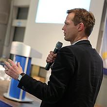 """Prof. Dr. Sebastian Braun, Leiter der Abteilung """"Integration, Sport und Fußball"""" und Professor für Sportsoziologie an der HU Berlin, Foto: Alexander Sell"""