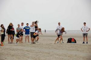Bereit für den Endspurt: Das große Sportabzeichen-Tour-Finale steigt am 18. August in der Perlebucht von Büsum. Im vergangenen Jahr war Langeoog Gastgeber. Foto: Marco Dames