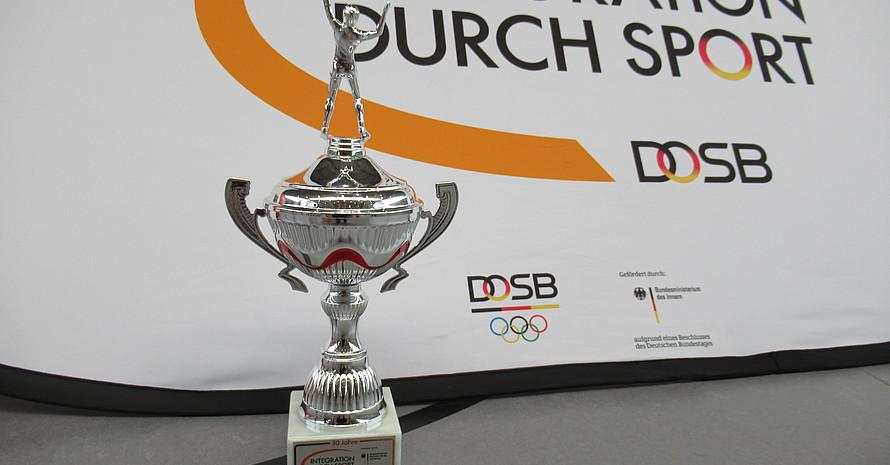 """Das Team ESV Lok Erfurt gewann den Wanderpokal """"30 Jahre Integration durch Sport""""."""
