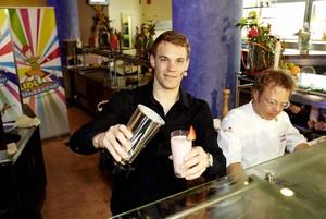Manuel Neuer mixt die Zutaten Bewegung und Ernährung für fitte Schulklassen. Foto: lidlfitnesscup.de