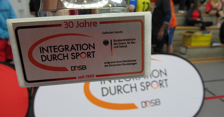 """Der Wanderpokal geht beim Turnier des SVC erstmals auf Reisen. Weitere Turniere im Rahmen """"30 Jahre IdS"""" folgen im Oktober in Suhl und im Dezember in Mühlhausen."""