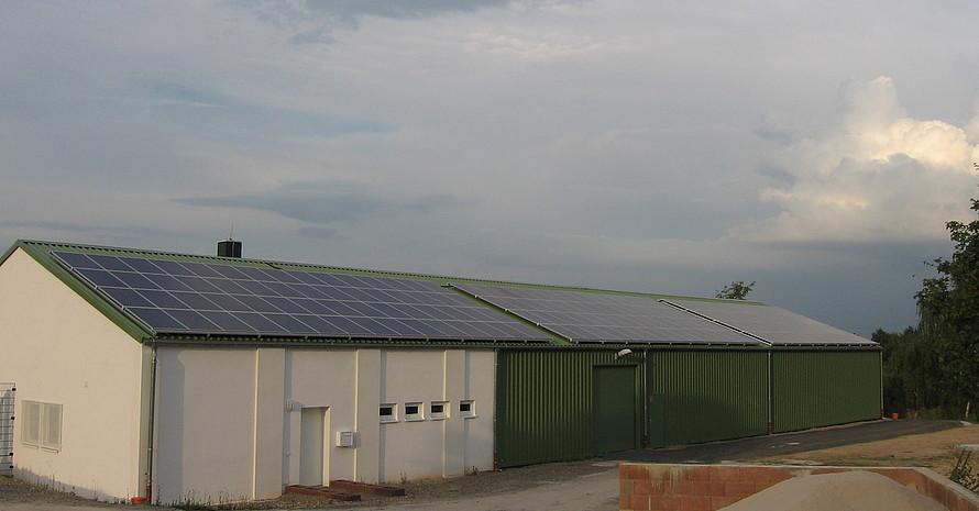 Betriebshof auf der Golfanlage Main-Taunus in Wiesbaden mit Photovoltaikanlage (copyright: Golf-Club Main-Taunus)