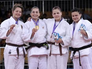 Natalia Kubin mit der Silbermedaille und der Siegerin Lola Mansour aus Belgien sowie Urska Potocnik und Kseniya Duchuk aus der Urkraine, die Bronze gewannen (v.l.). Foto: SYOGOC