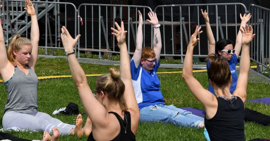 Ein Bild aus der Zeit vor der Corona-Krise: Teilnehmerinnen und Betreuerinnen bei gemeinsamen Gymnastikübungen. Foto: picture-alliance