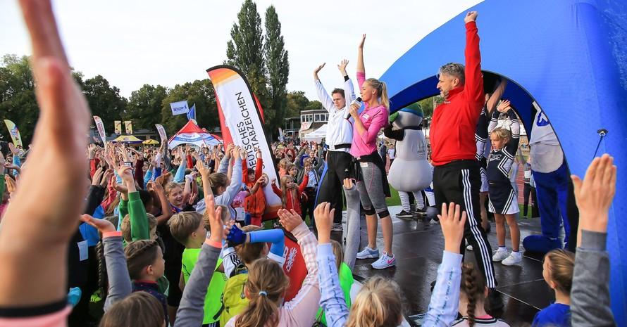 1.000 Kinder machten in Weimar beim Deutschen Sportabzeichen mit. Foto: Treudis Naß
