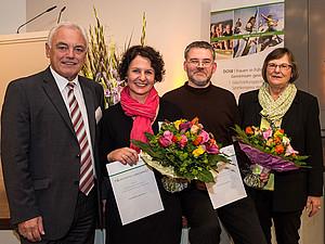 DOSB-Vizepräsident Walter Schneeloch (l.) und DOSB-Vizepräsidentin Ilse Ridder-Melchers (r.) mit den Preisträgern Angelika Büter und Markus Reiter. Foto: DOSB