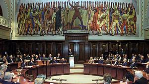 Der Deutsche Sportbund feiert am 7. Dezember 2000 sein 50-jähriges Bestehen im Hodlersaal des Rathauses von Hannover. Foto: picture-alliance