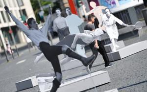 Figuren der Ausstellung, die 2017 auf dem Rathenauplatz in Frankfurt am Main gezeigt wurden. Foto: picture-alliance