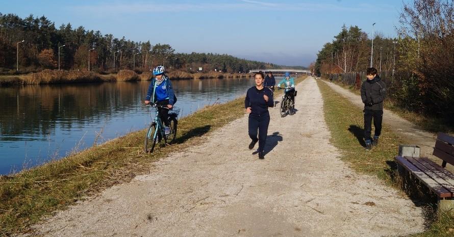 Die Teilnehmerinnen werden begleitet und bis zum letzten Meter angefeuert.