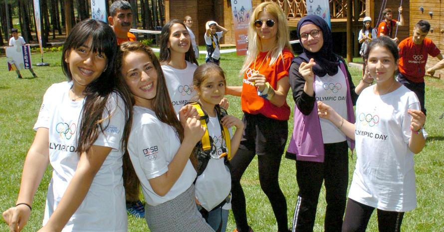 Tanzen mit Fatma Elcik (rotes Shirt). Foto: DOSB