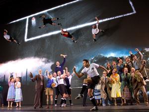 """Das Musical """"Das Wunder von Bern"""" läuft in Hamburg und erzählt eine Geschichte rund um die Fußball-Weltmeisterschaft von 1954. Foto: picture-alliance"""