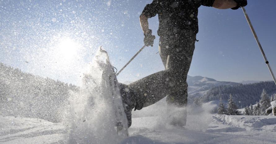 Schneeschuhwandern ist ein beliebtes Wintervergnügen. Foto: picture-alliance
