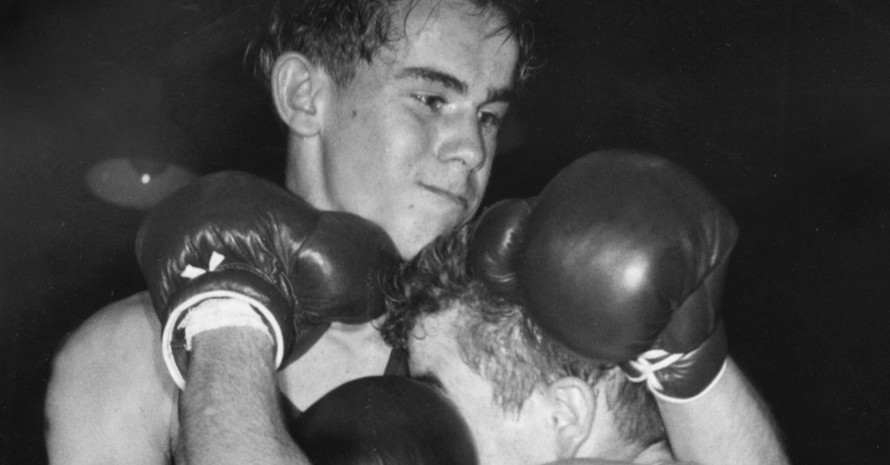 Am 30.11.1956 setzt sich DDR-Boxer Wolfgang Behrendt (li.) bei den Olympischen Spielen in Melbourne im Semifinale der Bantamgewichtler gegen den Iren Frederick Gilroy durch. Am Ende gewann er die Goldmedaille und Gilroy Bronze. Foto: picture-alliance