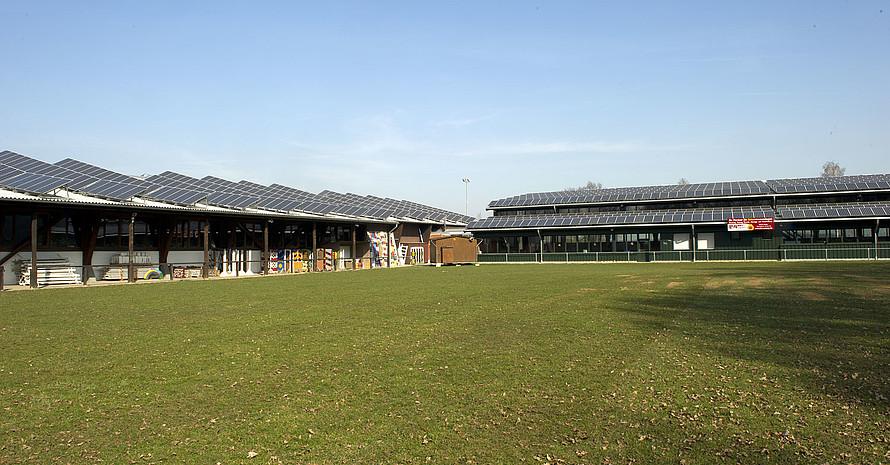 Klimaschutz im Sport: Reitanlage mit Solaranlage. Foto: LSB NRW