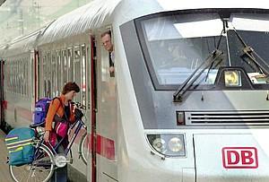 Anreise mit der Bahn: schützt die Umwelt und den Geldbeutel (copyright: picture alliance)