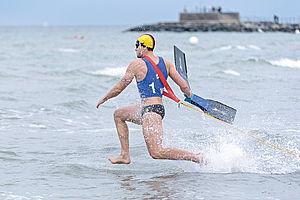 Körperliche Fitness, Schnelligkeit und eine hohe Konzentrationsfähigkeit sind wichtige Eigenschaften für Rettungsschwimmer. Foto: DLRG/Sascha Walther