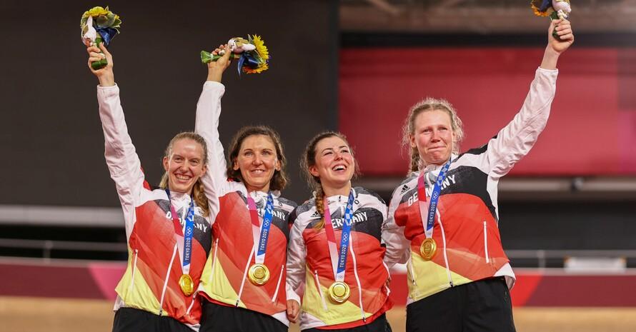Bei ihrer Goldfahrt unterboten sie ihre erst im Vorlauf aufgestellte Bestmarke mit erneutem Weltrekord (v.li.):Franziska Brausse, Lisa Brennauer, Lisa Klein und Mieke Kröger; Foto: picture-alliance