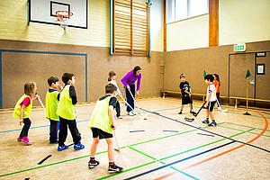 Der Kreissportbund (KSB) Borken bot jetzt am Berufskolleg Bocholt-West eine eigene Gruppenhelferausbildung für die Arbeit mit junge Migranten und Flüchtlinge an.