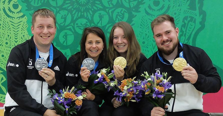 Gruppenbild mit Medaillen (v.l.): Christian Reitz, Monika Karsch, Doreen Vennekamp und Oliver Geis. Foto: DOSB