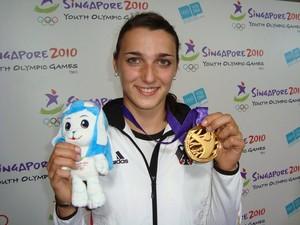Lena Malkus präsentiert stolz ihre Medaille. Foto: DOSB