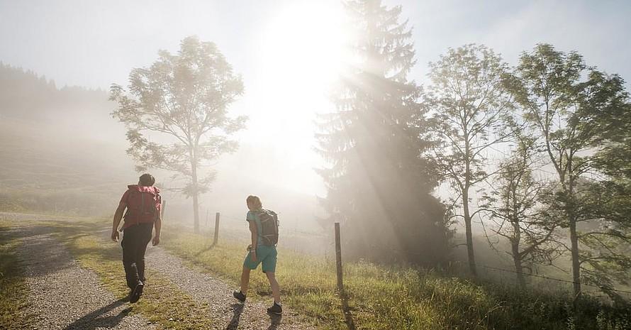 Für die Planung bei vielen Touren sind die  Hüttenöffnungszeiten wichtig. Foto: Hans Herbig