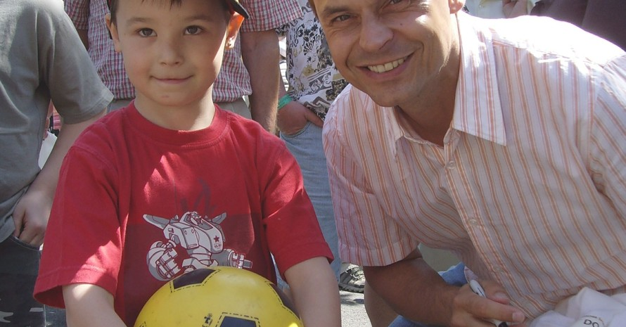 Fußball-Fans kamen beim Erlebnistag Wandern auch auf ihre Kosten. Olaf Thon gab fleißig Autogramme. Foto: DOSB