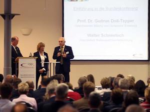 Gudrun Doll-Tepper und Walter Schneeloch eröffneten die Bundeskonferenz Sportentwicklung in Berlin. Foto: Bildschön