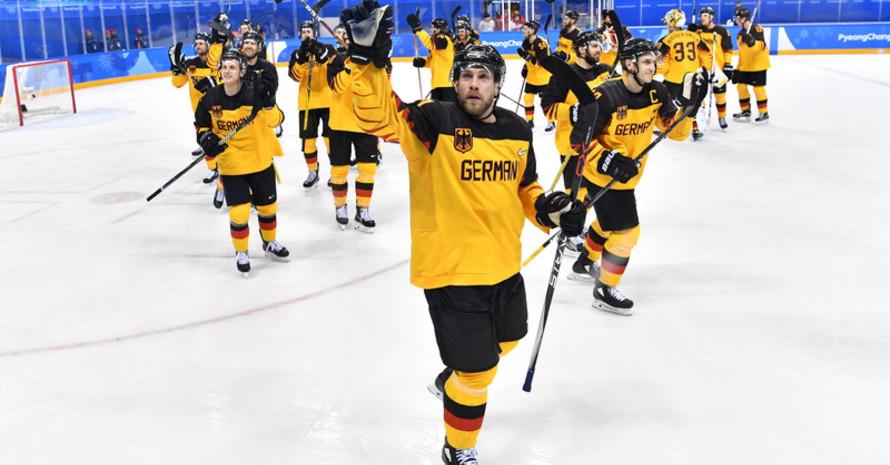 Jubel nach spannendem Spiel: Deutschlands Eishockey-Team steht nach dem 2:1 über die Schweiz erstmals seit 2002 wieder in einem olympischen Viertelfinale (Foto: Picture Alliance)