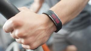 Viele Menschen werden mit Fitness-Trackern zum Sporttreiben animiert. Foto: picture-alliance
