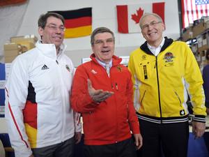 Bernhard Schwank, Thomas Bach und Michael Vesper (v.l.) ziehen eine positive Bilanz der Spiele von Vancouver. Copyright: picture-alliance