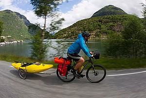 Kajakfahrer Olaf Obsommer auf seiner nachhaltigen Bike-Boat-Tour; Foto: Jens Klatt