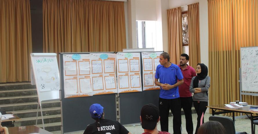 Basketballtheorie im Unterricht. Bild: GIZ Sport für Entwicklung Jordanien