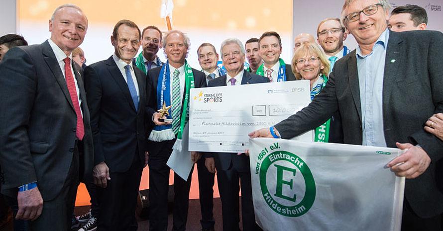 """Auch der Sieger im Wettbewerb """"Sterne des Sports"""" engagiert sich zum Thema Integration."""