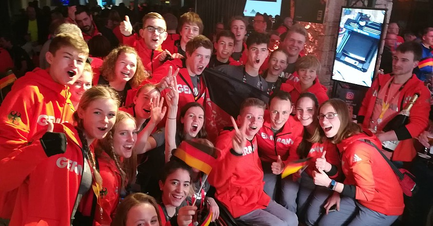 Das DOJL feiert mit Olympiasieger Eric Frenzel im Deutschen Haus. (Foto: DOA)