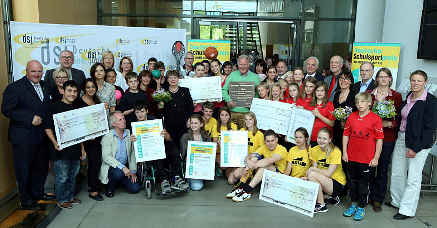 Die Siegerinnen und Sieger des Deutschen Schulsportpreises 2014/2015. Foto: dsj