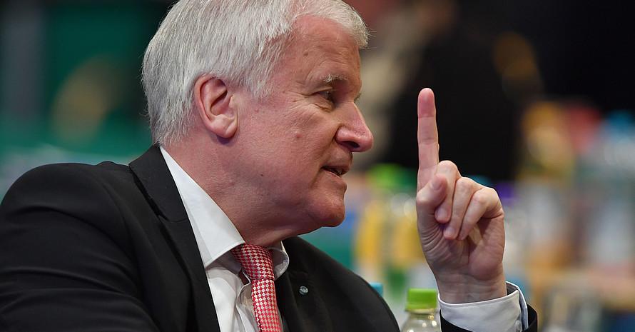 Bundesinnenminister Horst Seehofer bekennt sich zur Soitzensportreform und sagt Hilfe zu. Foto: picture-alliance