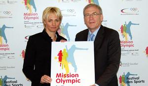 DOSB-Generaldirektor Michael Vesper und Olympiasiegerin Heike Drechsler starteten in Frankfurt die zweite Runde im Städtewettbewerb Mission Olympic, Foto: DOSB/Boukogiannis