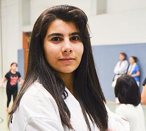 Vor dreieinhalb Jahren hatte die 15-jährige Simav Hajar noch nichts mit Kampfsport am Hut, jetzt trägt sie bereits den grün-blauen Gürtel im Taekwondo. Ihr Ziel ist es, international zu kämpfen. Mit ihrem Ehrgeiz motiviert sie auch den Nachwuchs.
