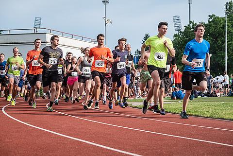 Endspurt in Darmstadt beim großen 3.000-Meter-Lauf (alle Fotos: Helge Lamb)