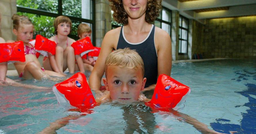 Immer weniger Kinder lernen schwimmen. Copyright: picture-alliance
