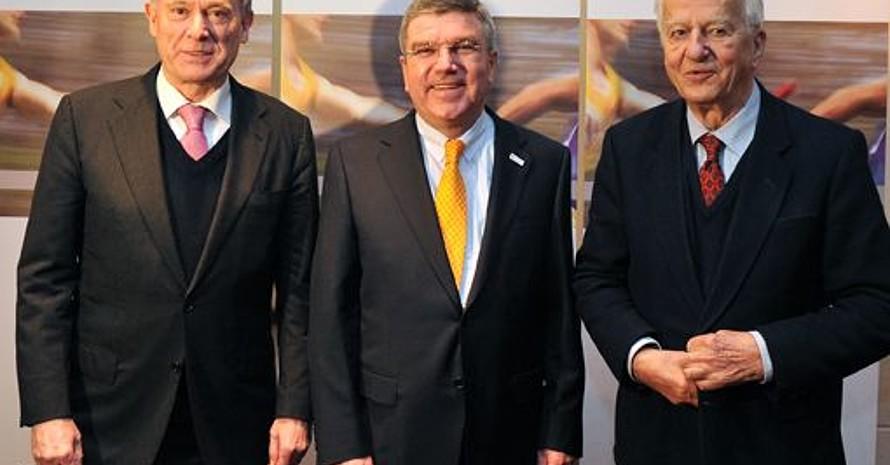 Thomas Bach mit den beiden Alt-Bundespräsidenten Horst Köhler und Richard von Weizsäcker. Köhler ist neues Persönliches Mitglied, während von Weizsäcker ausscheidet. Fotos: Bowinkelmann