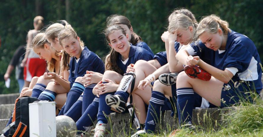 Immer mehr Mädchen und Frauen wollen Fußball im Verein spielen. Foto: picture-alliance