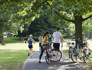 Grün in der Stadt spielt eine wichtige Rolle als Raum für Sport und Bewegung. Foto: LSN BRW