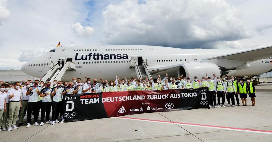 Bevor die Athlet*innen zum Römerberg weiterfuhren, gab es noch einen kleineren Empfang auf dem Frankfurter Flughafen. Foto: Team Deutschland/picture-alliance