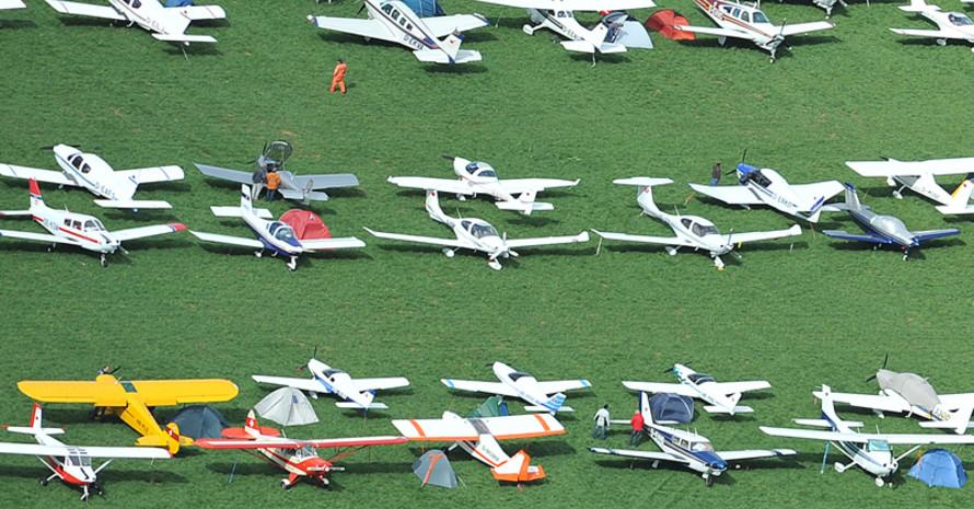 Flugplätze sind oft wertvolle Flächen für den Naturschutz. Foto: picture-alliance