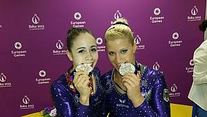 Haben sich Silber im Team geschnappt: Die Turnerinnen Leah Grießer und Elisabeth Seitz (v.l.). Foto: DOSB