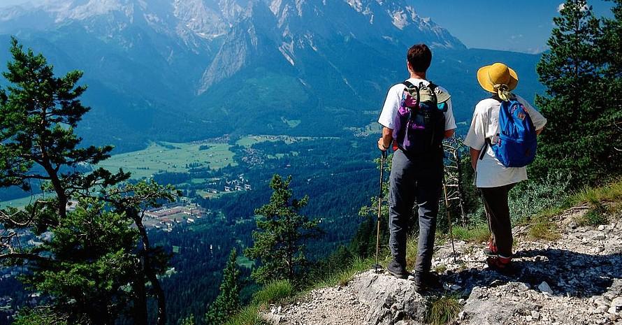 Durch die Bewegung und positive Erlebnisse beim Wandern werden Endorphine, Glückshormone, freigesetzt. Foto: picture-alliance