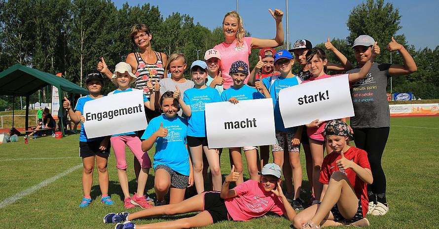 Cornelia Etzold (hinten links) wurde für ihr Engagement im Sport geehrt. Credit: DOSB/Treudis Naß