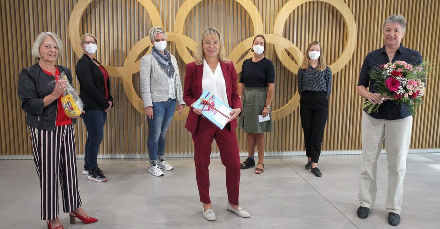 Mit Abstand: Petra Tzschoppe (Mitte), Karin Fehres (re.) und die Sprecherinnen der Frauen-Vollversammlung bereiten sich wegen der Corona-Pandemie auf eine digitale Frauen-Vollversammlung im DOSB vor. Foto: DOSB